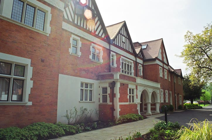 1 bed apartment, gated complex on River Thames - Wraysbury - Flat