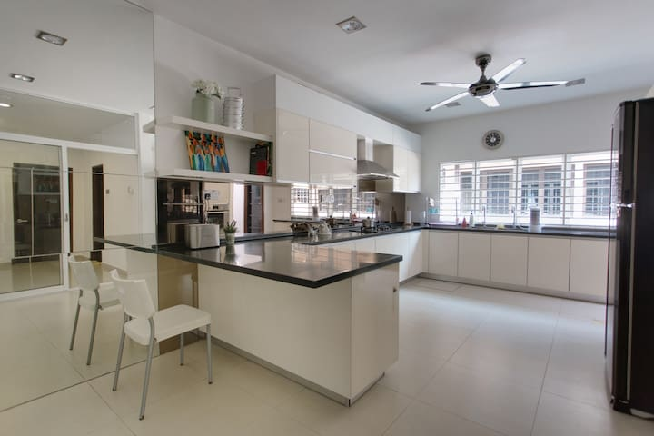 The kitchen is modern and has all the facilities that enable you to prepare a good meal - a stove, oven, microwave, and fridge.