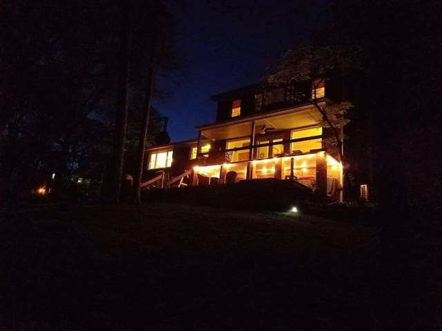 Lakefront Retreat Near Clemson and 85