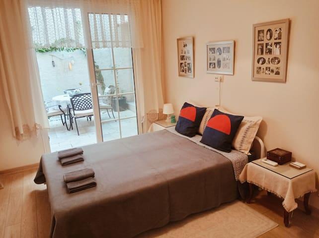 Double bedroom // Çift kişilik yatak odası