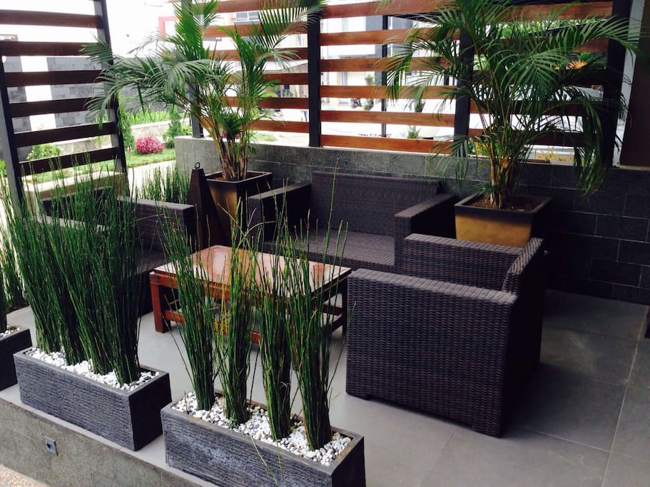 Front terrace to relax and enjoy the cool winds from the mountains. Enjoy your morning coffees.