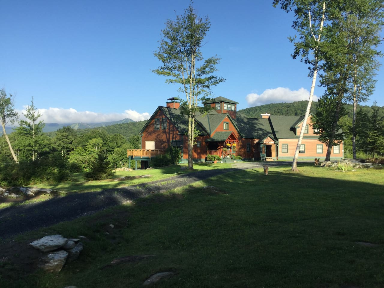 With Killington Peak in the background, Stonewall Manor is secluded, yet less than 5 miles to the Killington Gondola.