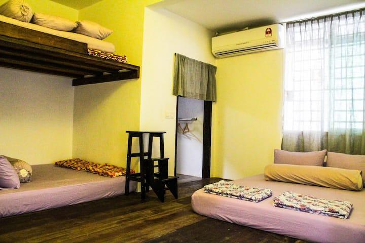 Bukit Indah-YES I Do Chapel- Tatami 6pax cabin