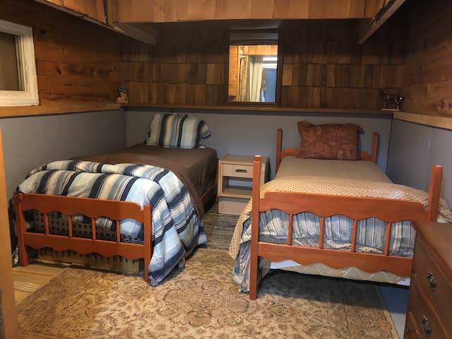 Bedroom 4 - 2 Singles