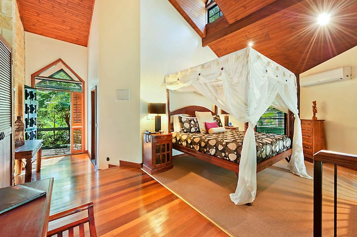 Rainforest Villa at the Escarpment Retreat - Mount Tamborine - Bed & Breakfast