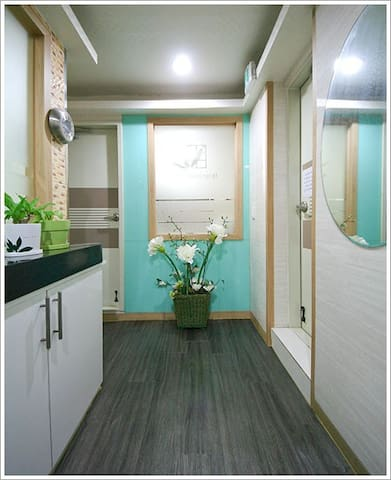 Cozy Private Room(Female only, Gangnam) 웰빙텔