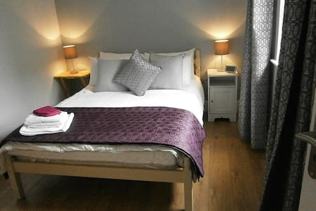 Basement apartment 20 min walk to city - Drumcondra - Leilighet