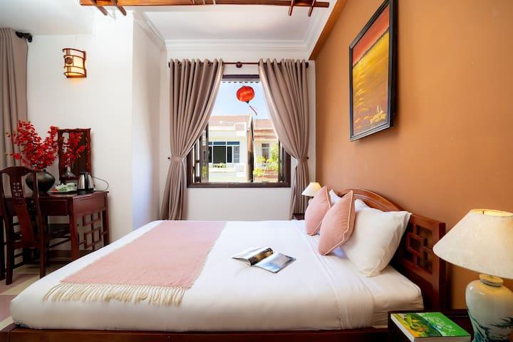 Room-balcony,breakfast,social hostel,5M to center