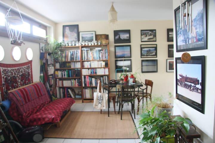 chambre et salon privé spacieux et lumineux - Mareuil-lès-Meaux - House