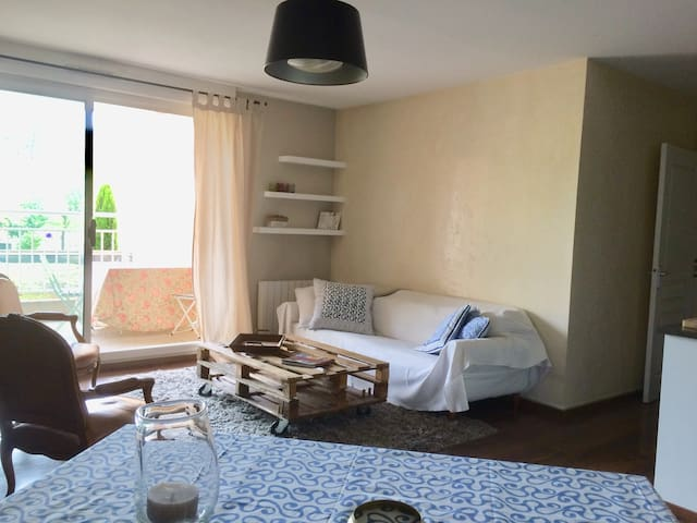 Apartment 56 m2 close to Aix en Provence downtown.