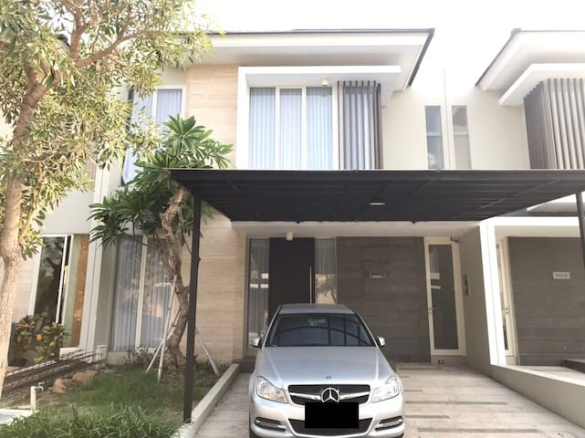Best Location! Relaxing Home near Pakuwon Mall