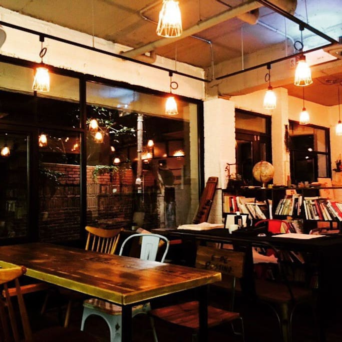 gallery & book cafe