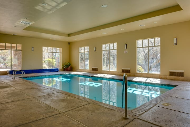 POOL OPEN!! Penthouse Suite With Jacuzzi Tub Near Zion