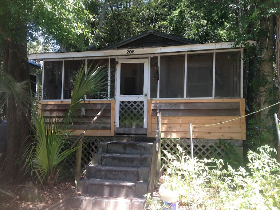 funky folly cottage houses for rent in folly beach south carolina united states. Black Bedroom Furniture Sets. Home Design Ideas