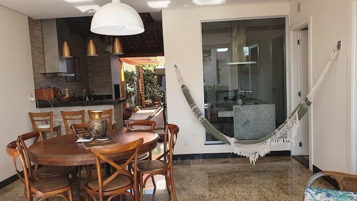 Quarto completo, confortável e privativo Barretos.