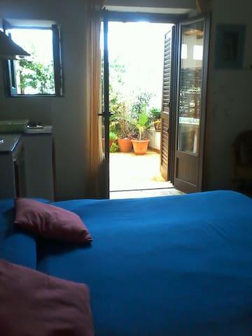 Zentrum und Strandnaehe,Ruhige Lage/casa olive - Stromboli - Bed & Breakfast