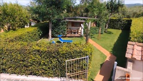 Villino Gelsomino PISCINA-garden priv-jacuzzi-wifi