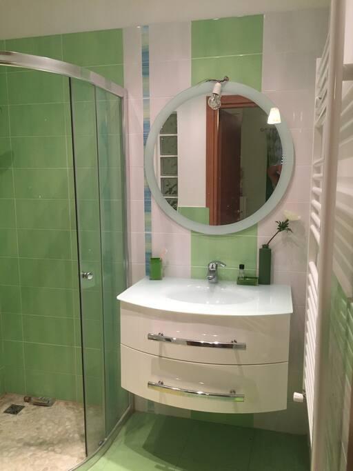 Chambre avec salle de bain priv e stadswoningen te huur for Salle de bain italie