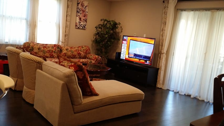 Lovely 3/2.5 Furnished Condo in N San Jose