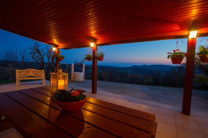 ERIGONE COTTAGE-SPECTACULAR VIEW