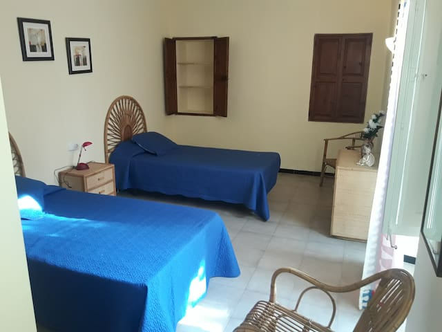 Binissalem. 2 twin Rooms (4 separate beds)