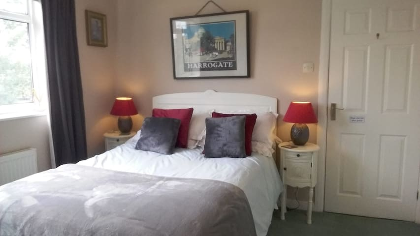 Double Room with stunning, shared guest bathroom.