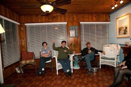 Hawaii 2 - Bottom Bunk: Guys Dorm - Fort Walton Beach - Dormitorio compartido