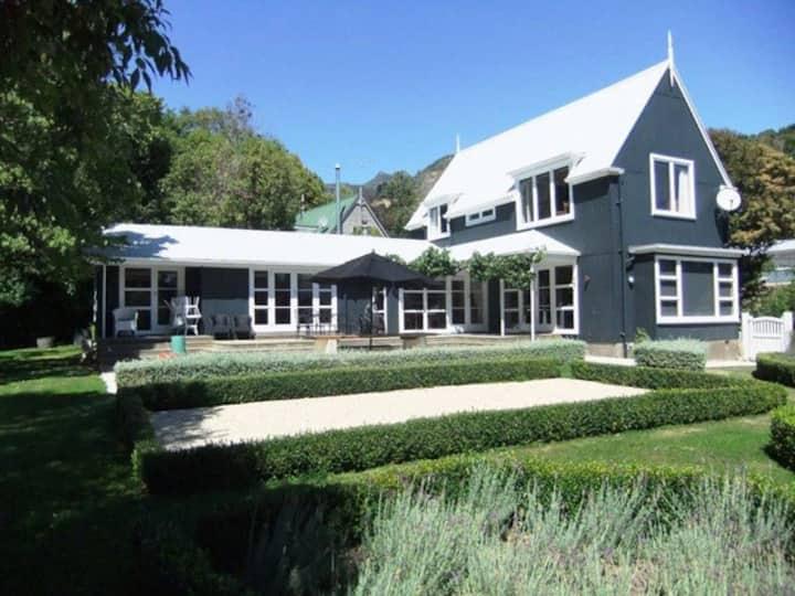 Nikau Villa Romantic retreat
