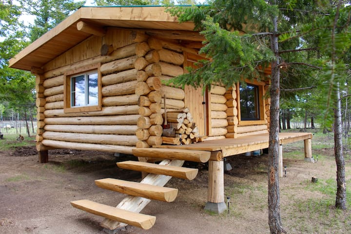 Beautiful log cabin on private lakefront - Lac la Hache - Casa de campo