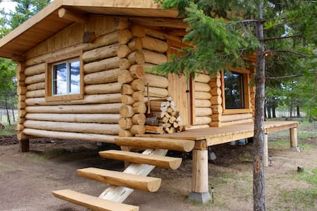Beautiful log cabin on private lakefront - Kisház