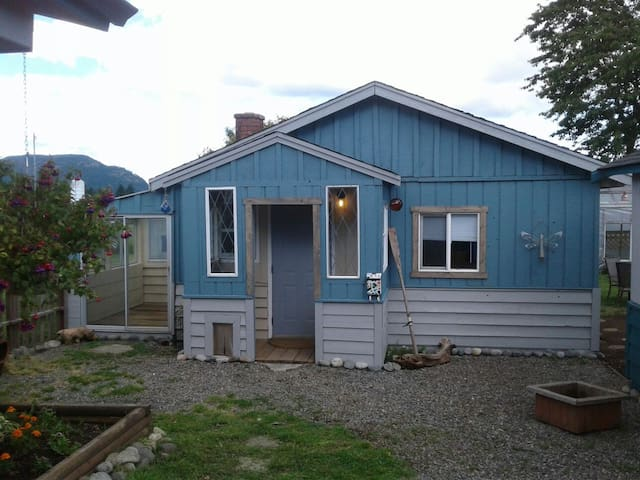 Cabin in Cowichan Bay