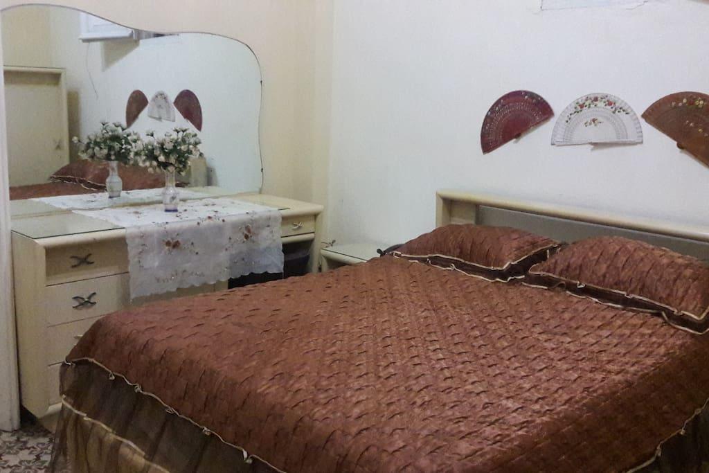Su habitación climatizada con aire acondicionado y TV