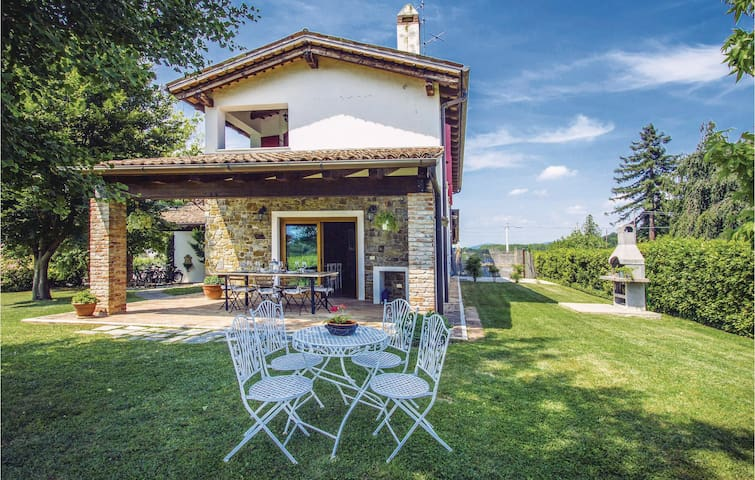 Holiday apartment with 4 bedrooms on 180 m² in Capriva del Friuli GO