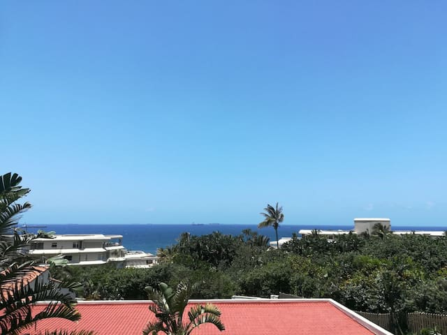 Umhlanga 3 Bedroom Sea Views -Direct Beach Access
