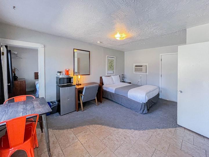 Standard Rustic Room (3 Queens) at Wanderoo