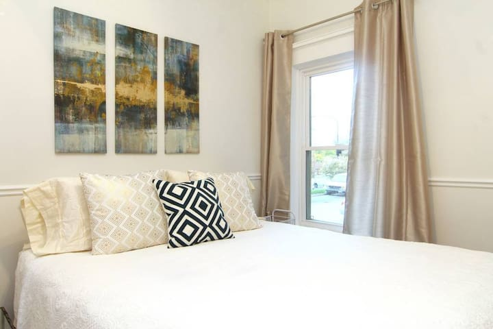 2 ROOMS INCLUDED | KING & QUEEN BEDS | SKI & PLAY
