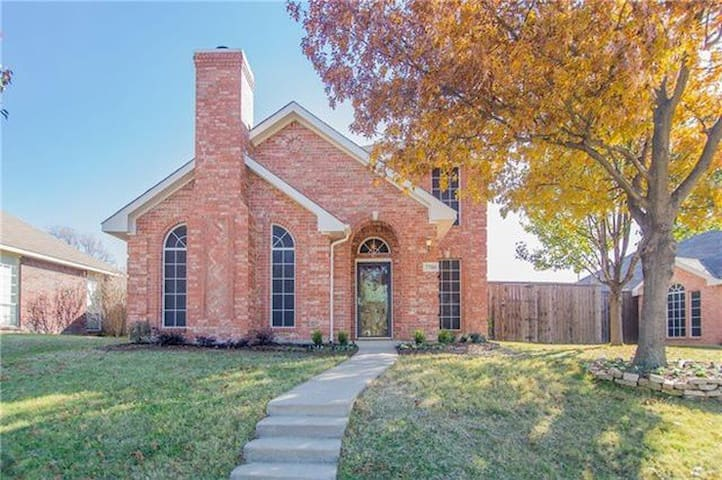 3 Bedroom Family Friendly House w/ Southern Charm - Frisco - Huis