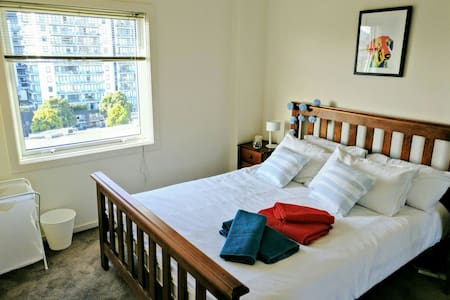 *GREAT LOCATION*private bedroom in cosy apartment - South Melbourne - Flat