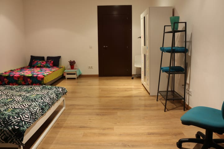 Massive double room with terrace in BCN center