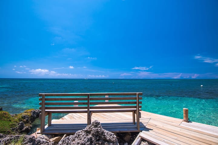 NO FEES - Ocean front Standard Bungalow - A/C, Breakfast and Airport transfers included - Las Rocas Resort & Dive Center