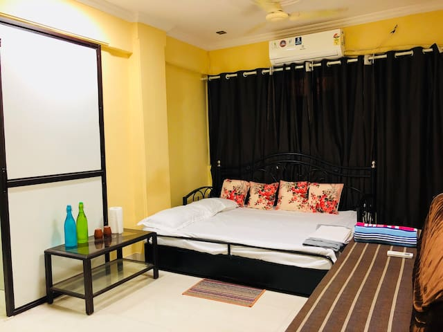 **ENTIRE HOME:LOCALS &OUTSIDER:1150/-3Guest+10%OFF