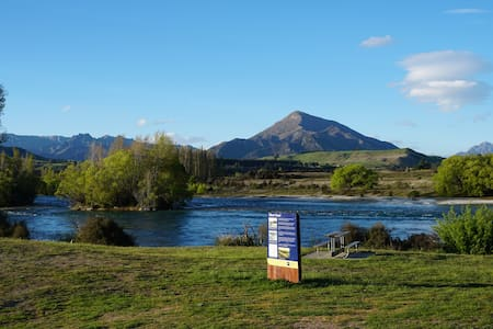 Luxury Riverside Home - 4 minutes to Wanaka - Albert Town