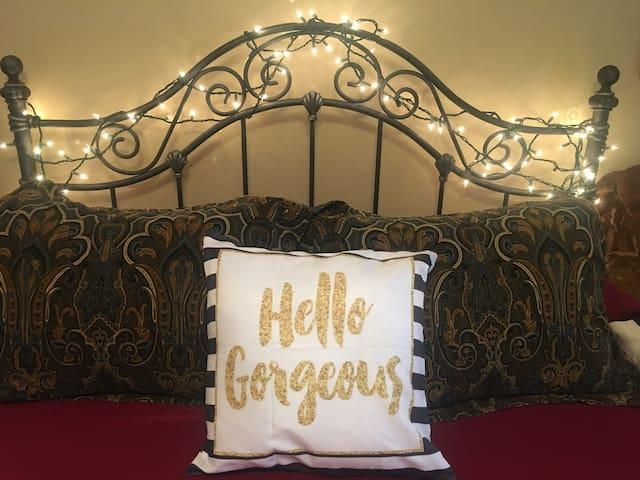 Old Oak Inn~Ten Minutes from S&W-Travelers Welcome