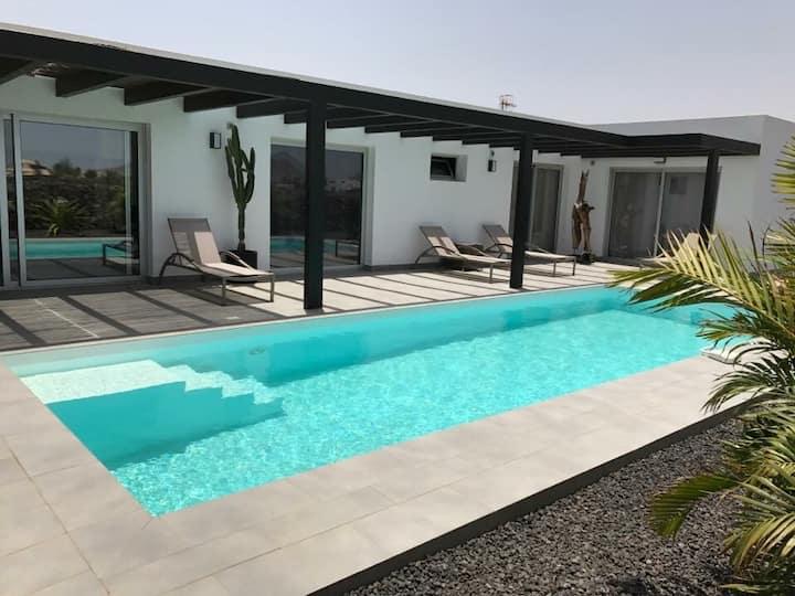 NEW VillaLuna Lajares centre wifi piscine Chauffée