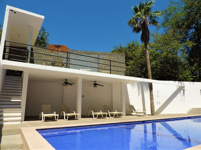 2 bedroom, pool, security, beach equipment & WIFI