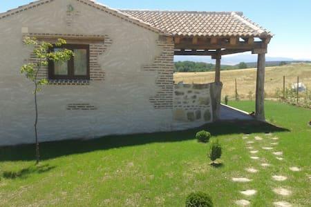 Casita rústica, desconexión y relax en naturaleza - Cabañas de Polendos - Haus