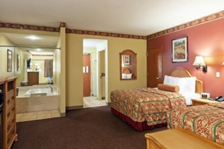 Family Owned Hotel, 2 Queen Suite @ Country Hearth - Edwardsville - Egyéb