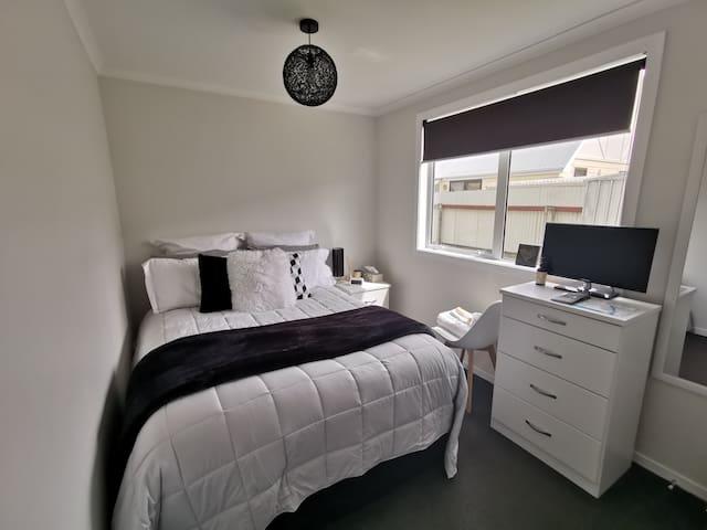 Warm & cosy retreat, Lower Hutt, breakfast inclu.