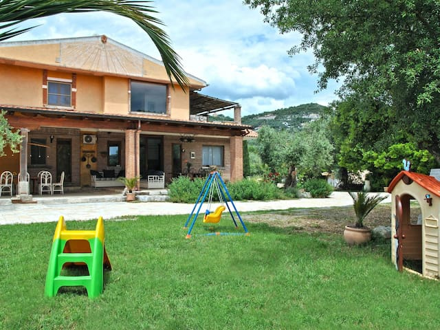 "6-room ""Villa Dolmen"", house for 8 people, 250 m²"