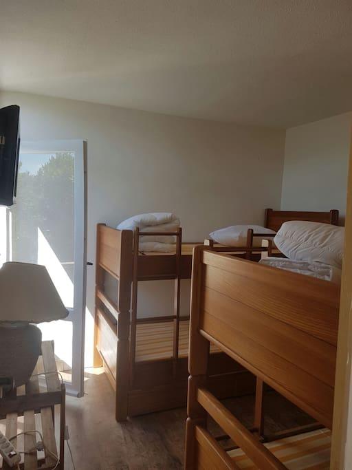 Chambre 3 ,4 lits, tv